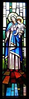 とあるカソリック教会のステンドグラスのマグダラ乃マリア01.jpg